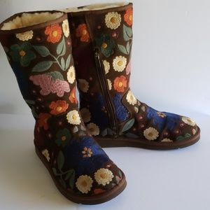 Ugg embroidered brown boots 10